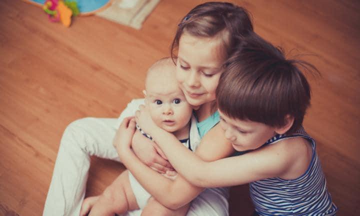 armonía hermanos pequeños
