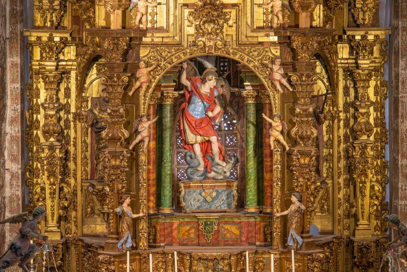 ¿Cómo orar a San Miguel Arcángel para dominar a los enemigos?
